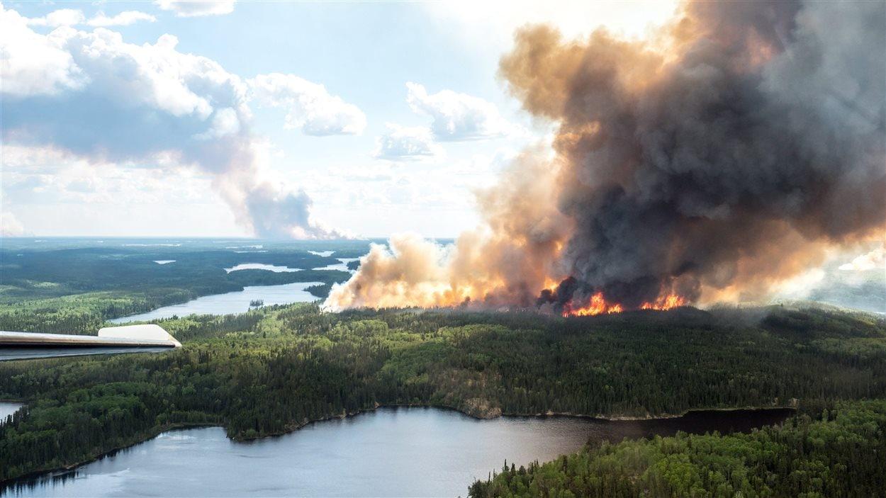 Feu de forêt à La Ronge, en Saskatchewan