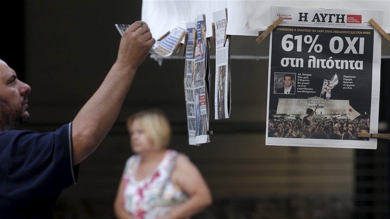 Un Grec regarde les journaux