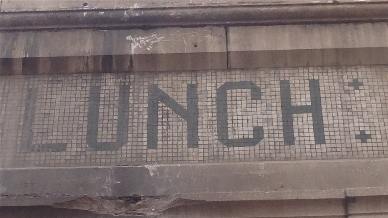 Northeastern Lunch, enseigne en mosaïque