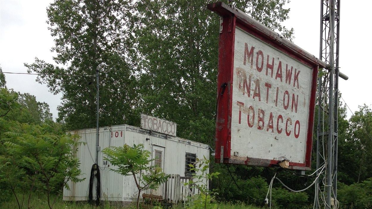 La vente de tabac autochtone sur le territoire de Kanesatake s'est développée après la crise d'Oka.