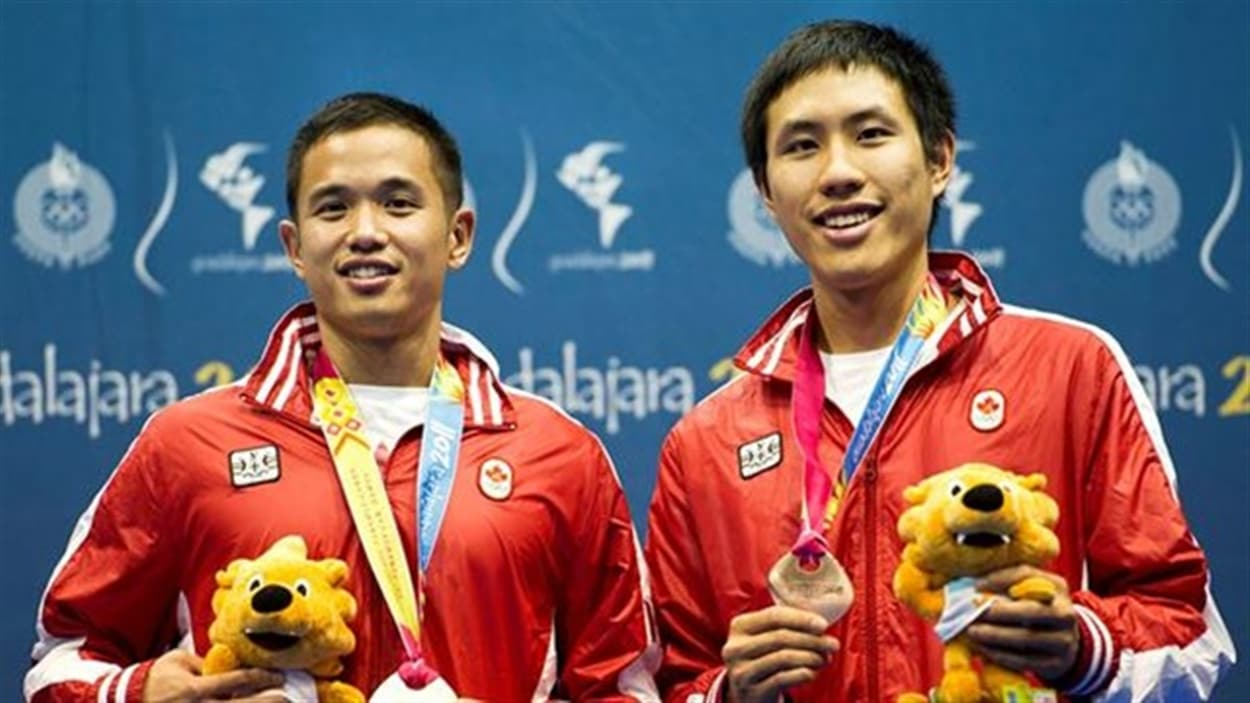Derrick Ng ( gauche) et Adrian Liu (droite)