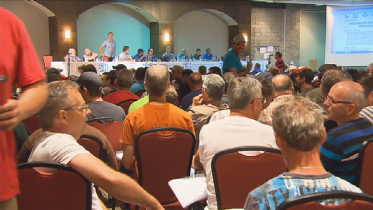 Mille travailleurs ont pris part aux deux assemblées convoquées par leur syndicat