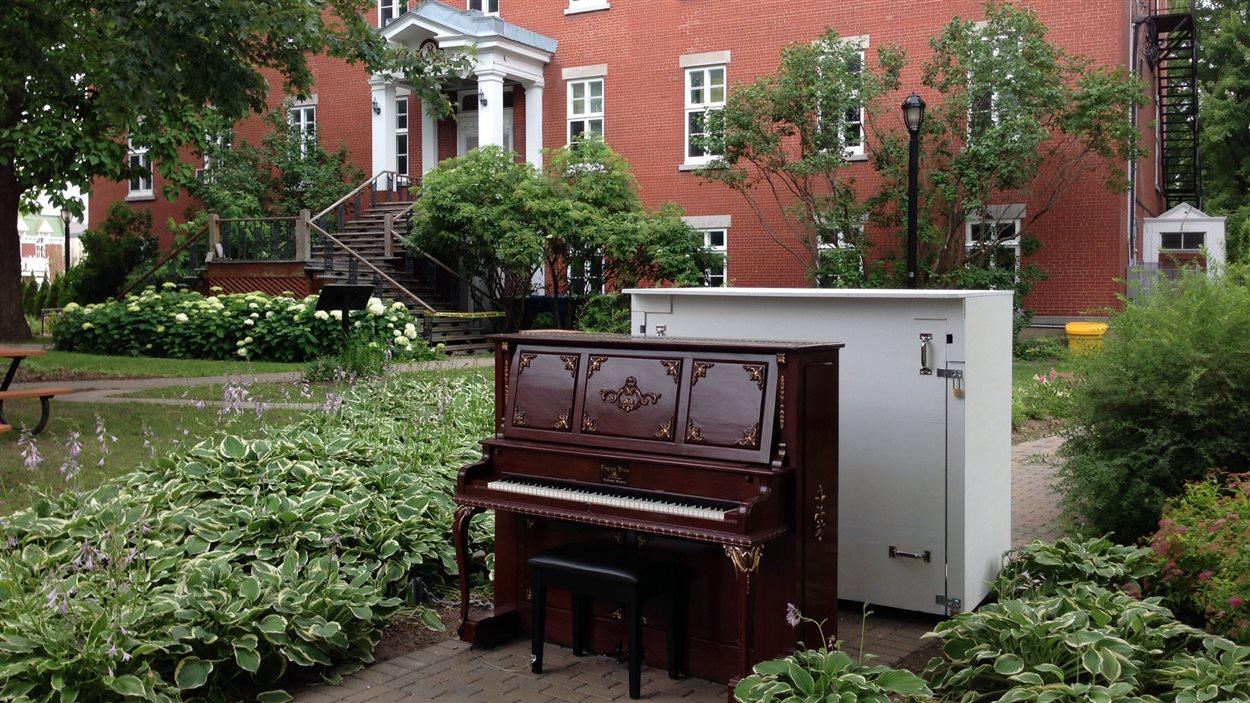 Piano public dans le Vieux-La Prairie