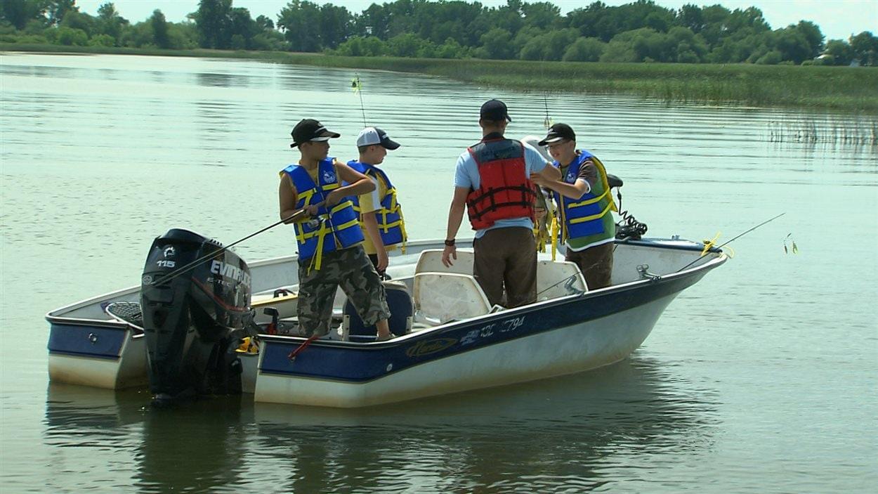 La pratique de la pêche est en baisse au Québec.