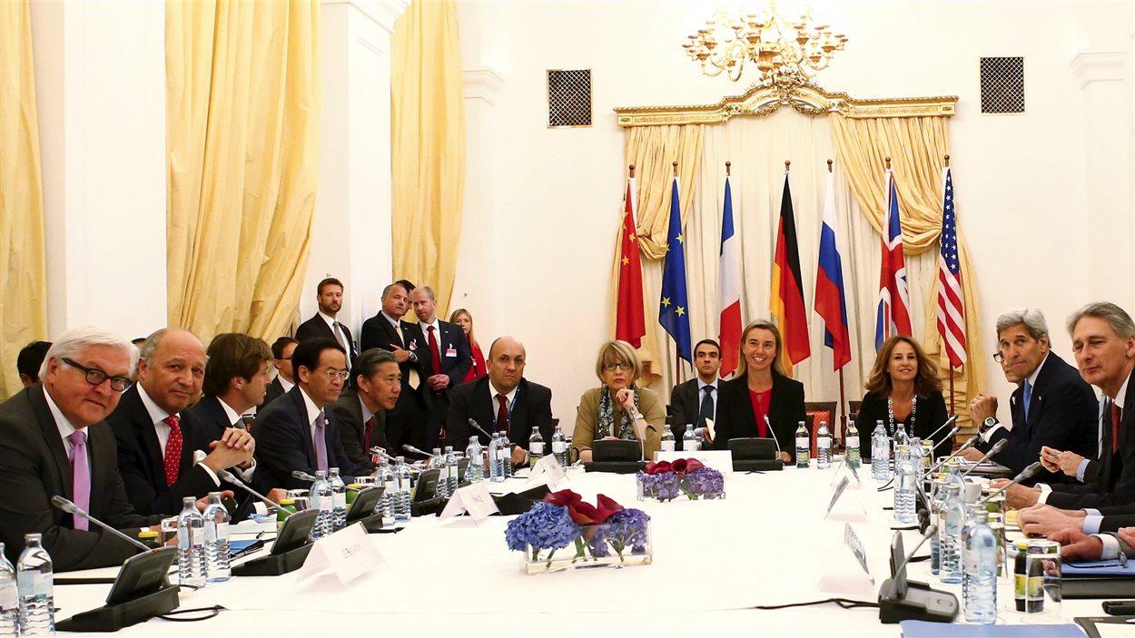 Les participants aux négociations sur le nucléaire iranien vendredi, à Vienne.