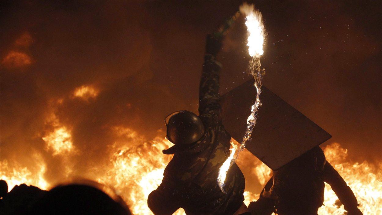 Tandis que de violentes manifestations avaient lieu à Kiev, l'ambassade du Canada à Kiev a involontairement a servi de refuge à des manifestants en février 2014.