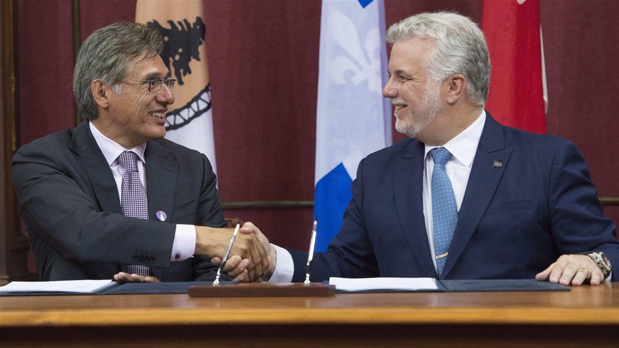 Le grand chef Matthew Coon Come et Philippe Couillard, à droite