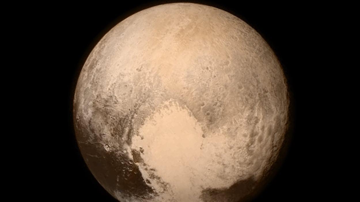Pluton alors que la sonde New Horizons était à 768 000 km de la planète.