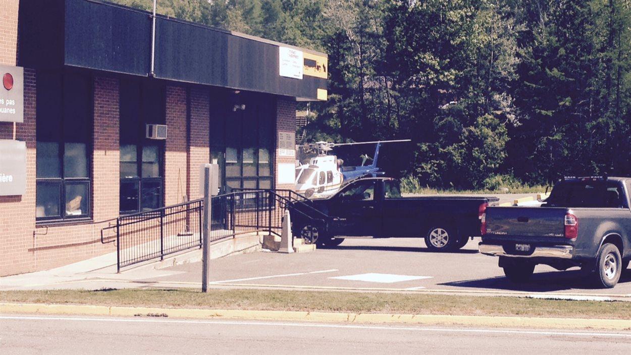 Une importante opération policière s'est déroulée à la frontière canado-américaine, à Woodstock, au Nouveau-Brunswick.