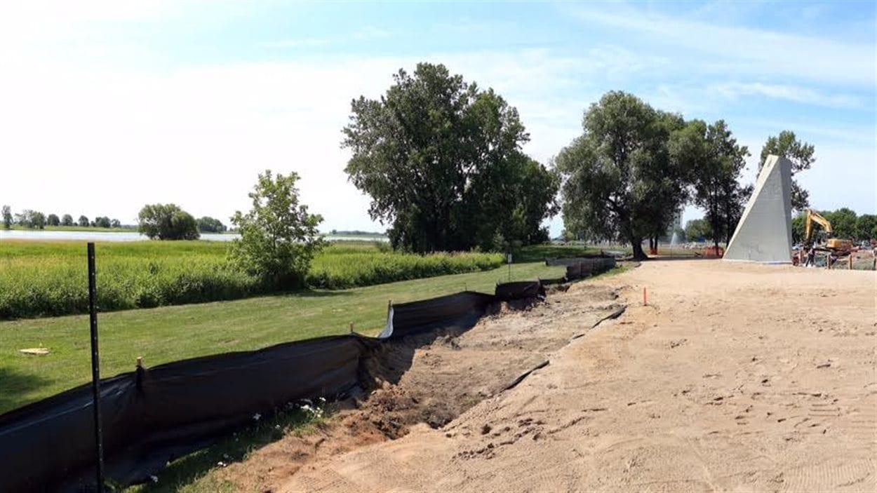 Le sable est arrivée sur le site de la future plage de Repentigny, au parc Saint-Laurent. Il sera possible de s'y allonger dès le mois d'août.