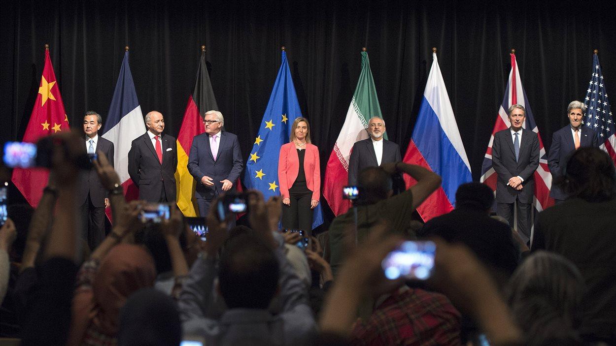 Des politiciens et des dignitaires de différents pays posent avant l'annonce de l'entente historique sur le nucléaire iranien.