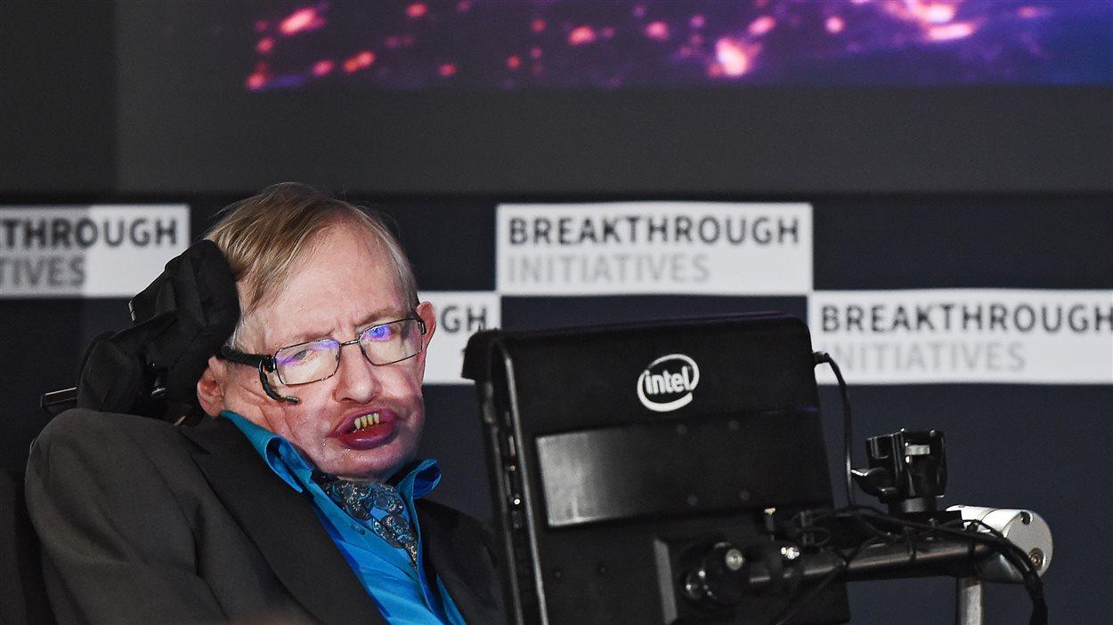 Stephen Hawking, lors du lancement de Breakthrough Listen, lundi