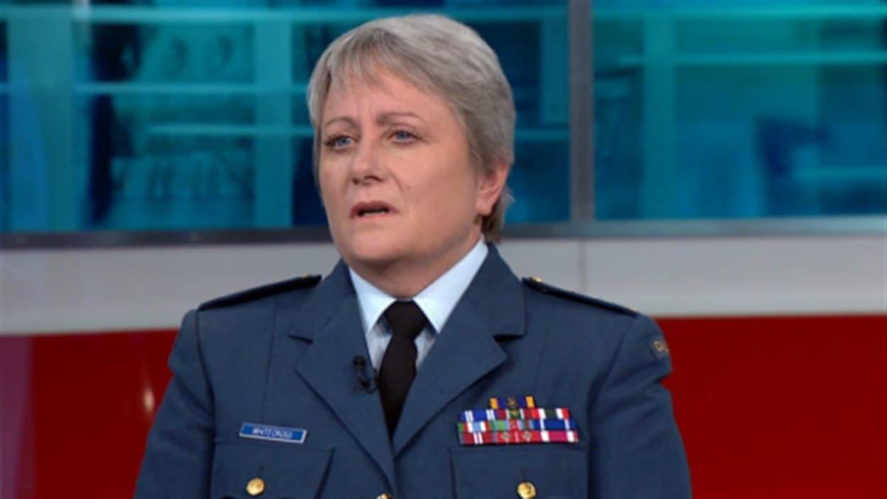 La lieutenante-générale Christine Whitecross, en entrevue avec la CBC.