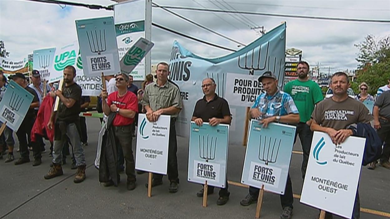 Les agriculteurs manifestent en Beauce pour protéger le système de gestion de l'offre.
