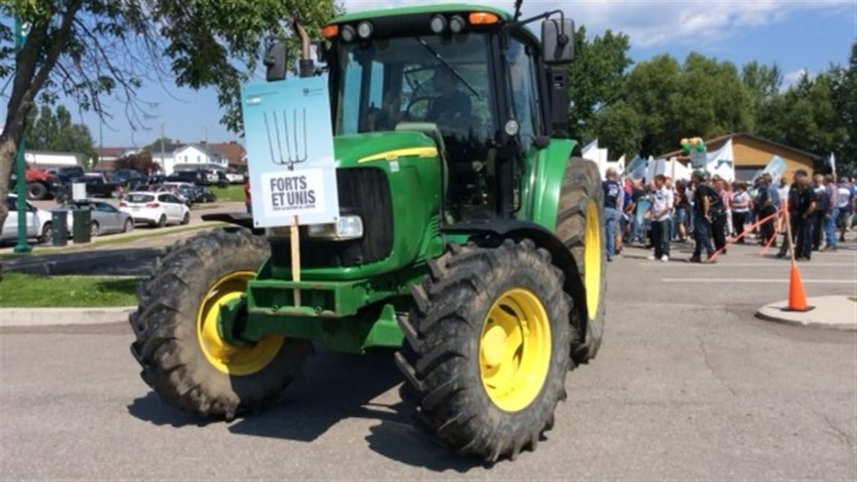 Les agriculteurs manifestent à Roberval pour le maintien de la gestion de l'offre