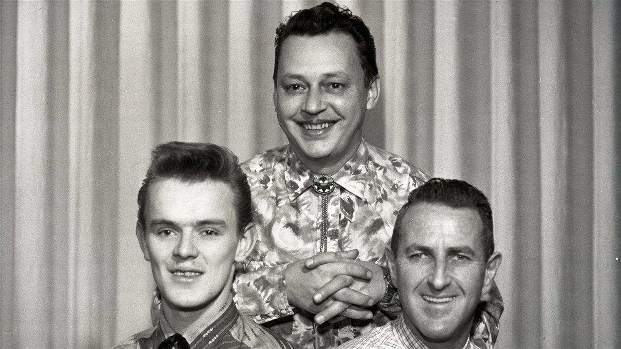 Roger Colette (au centre) et ses musiciens