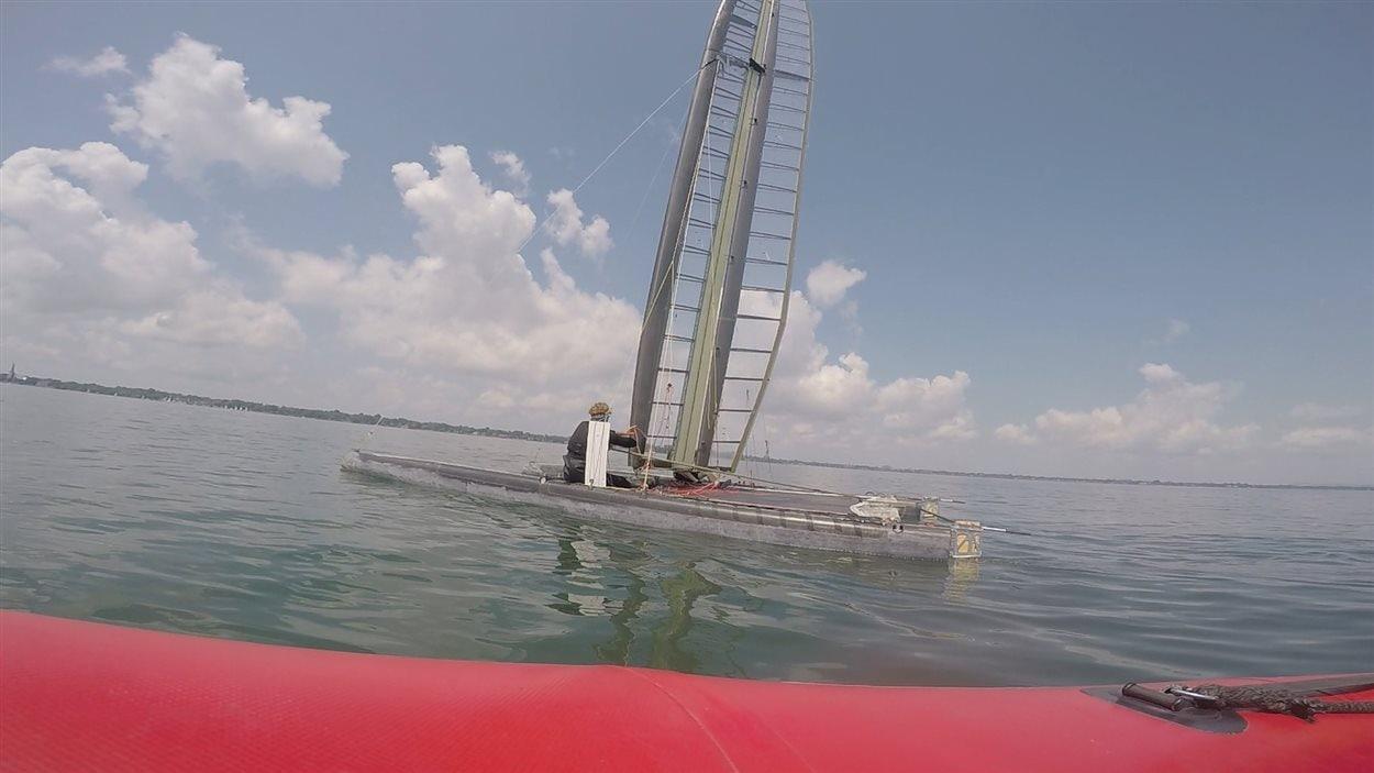 Des étudiants de l'ÉTS fabriquent un catamaran de course