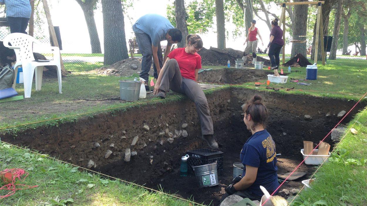 Les recherches archéologiques sur l'Ile Saint-Bernard.