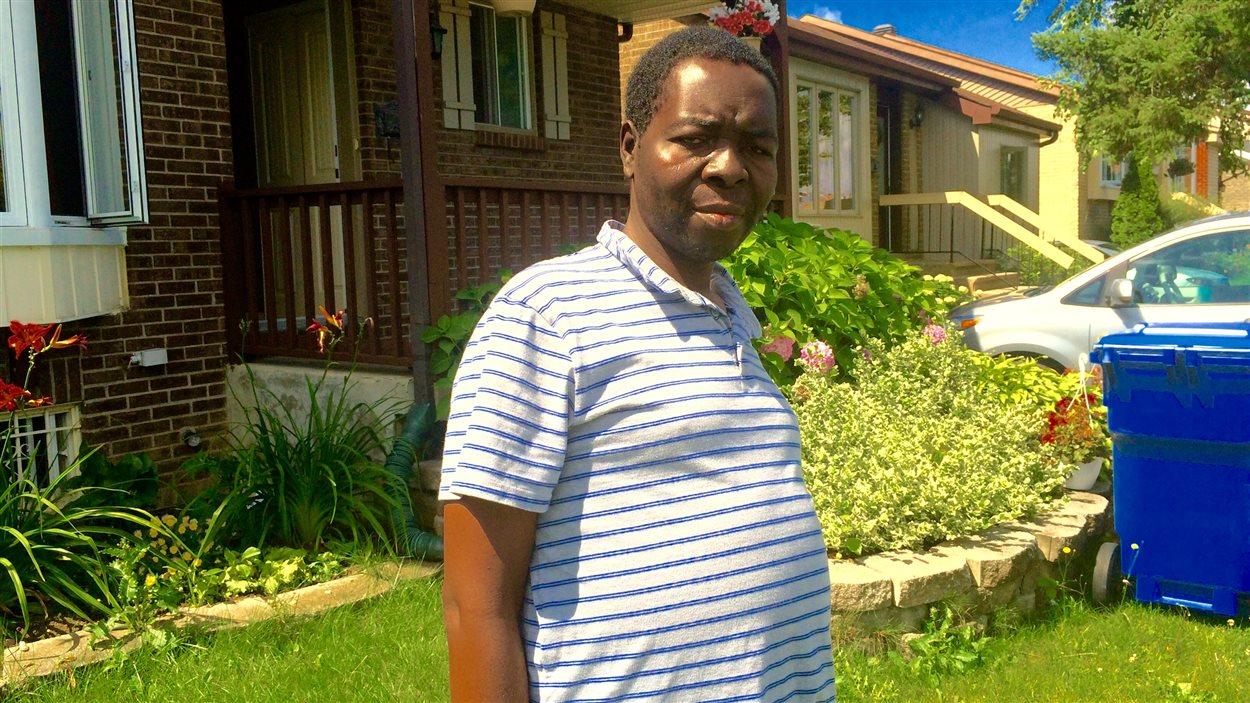 Le Québécois André Ngamini Ngui suit un traitement onéreux en Allemagne pour espérer soigner son cancer. Il compte hypothéquer sa maison pour pouvoir payer ses factures d'hopital.