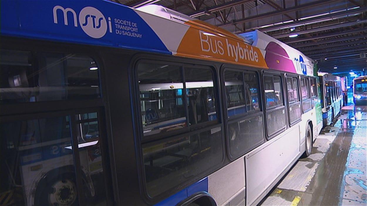 La Société de transport du Saguenay n'est pas satisfaite de sa récente acquisition de huit autobus hybrides.