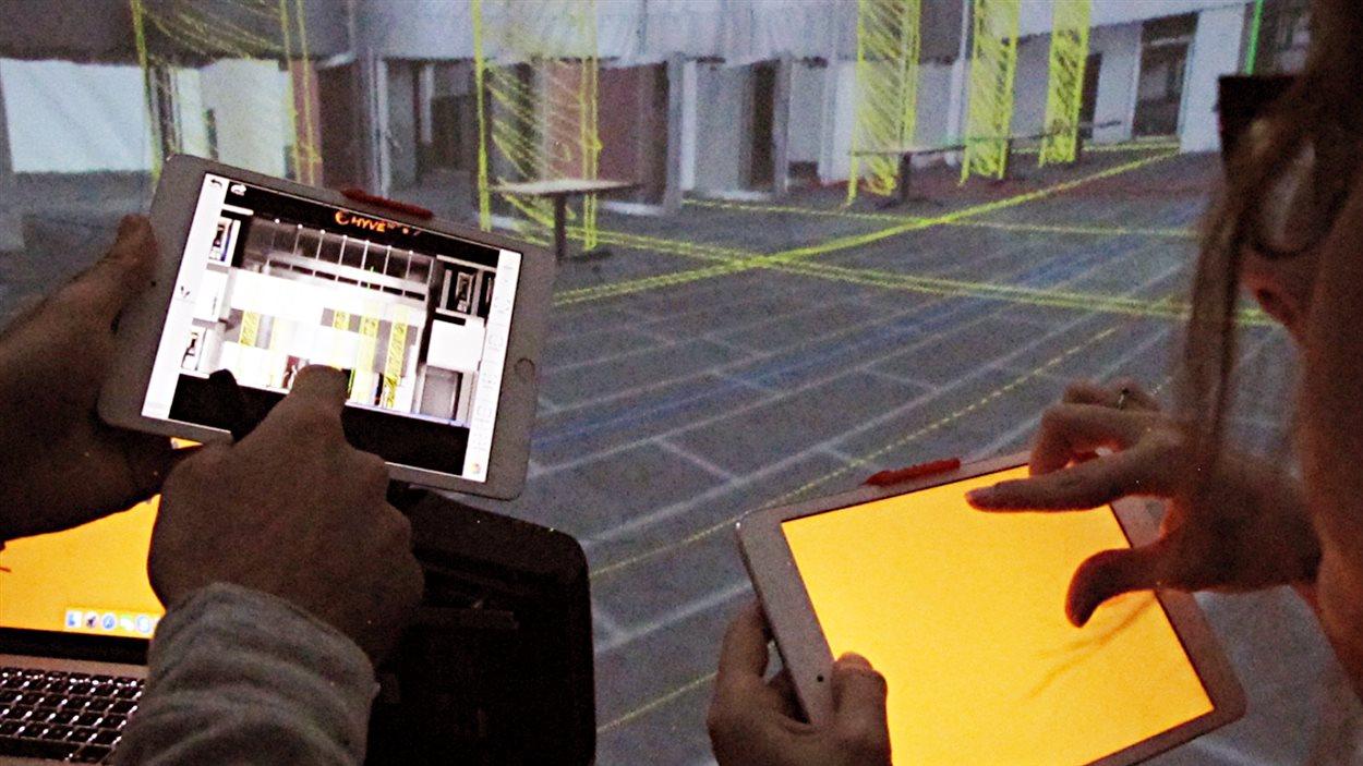Les designers peuvent créer, par exemple, un salon dans la salle immersive à l'aide du curseur 3D.
