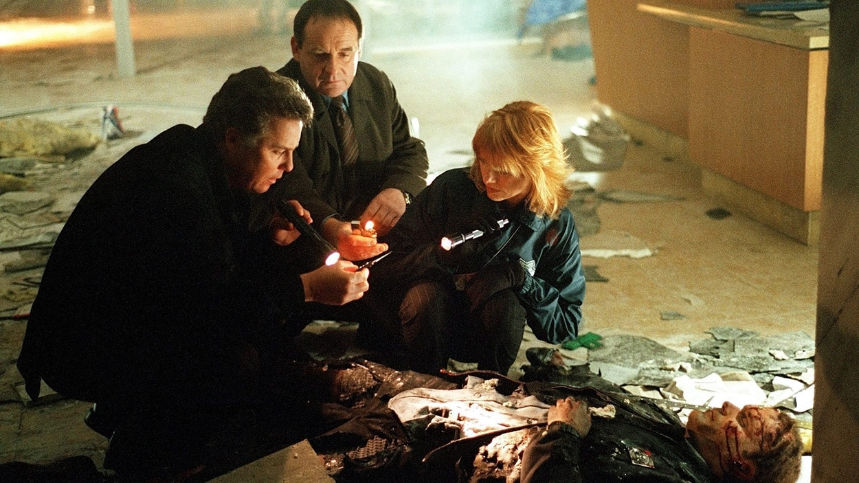 William Petersen, Paul Guilfoyle et Marg Helgenberger dans « CSI: Crime Scene Investigation »
