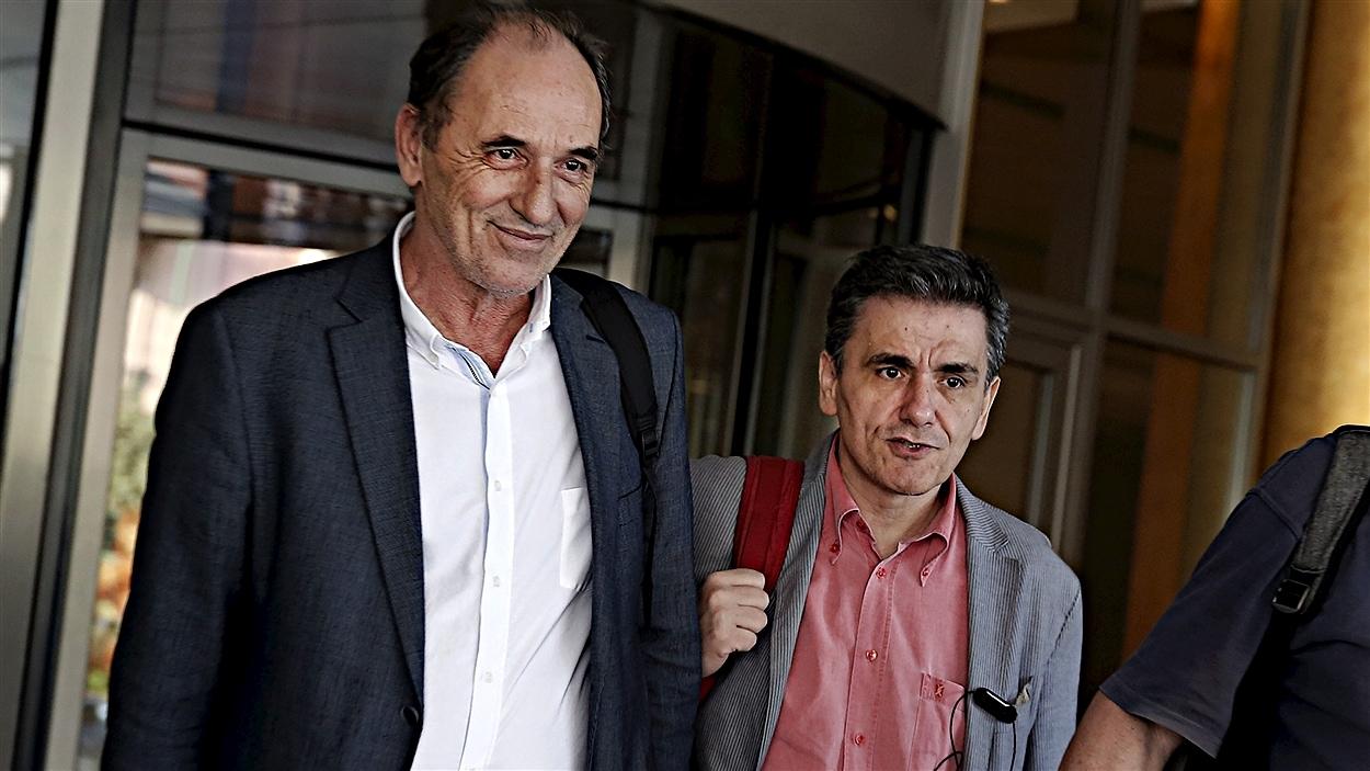 Le ministre grec de l'Économie, George Stathakis, et le ministre des Finances, Euclide Tsakalotos