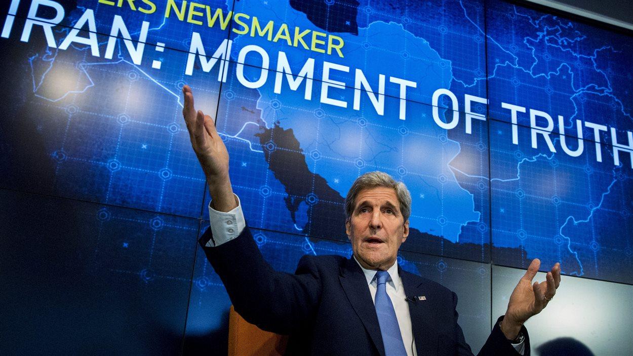 Le secrétaire d'État américain, John Kerry, discute de l'accord nucléaire avec l'Iran lors d'un débat organisé par Reuters. (11 août 2015)