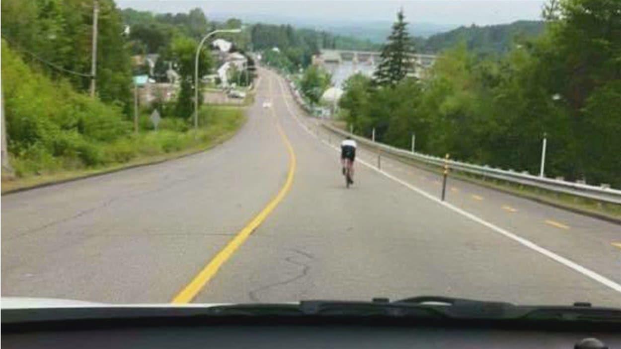 Cycliste sur le boulevard du Capitaine Jos-Veilleux, Shawinigan