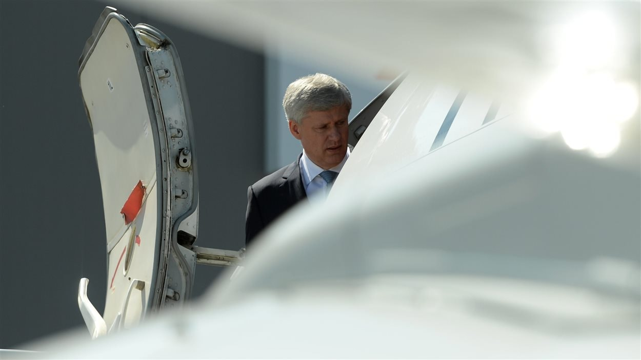 Stephen Harper lors de son arrivée à Edmonton, le 12 août.