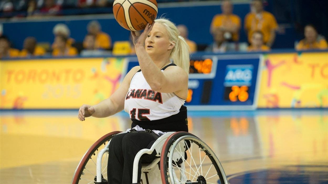 Melanie Hawtin de l'équipe canadienne de basketball en fauteuil roulant