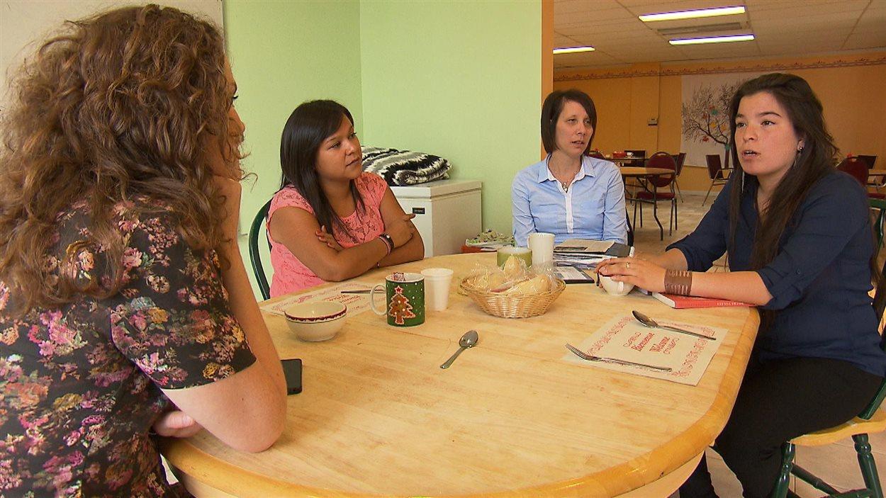 Notre journaliste avec les trois femmes innues