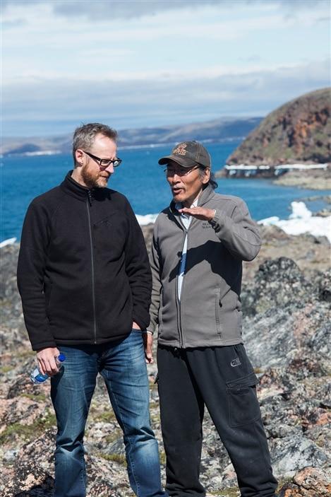 Le cinéaste Benoît Pilon et le comédien Natar Ungalaaq.