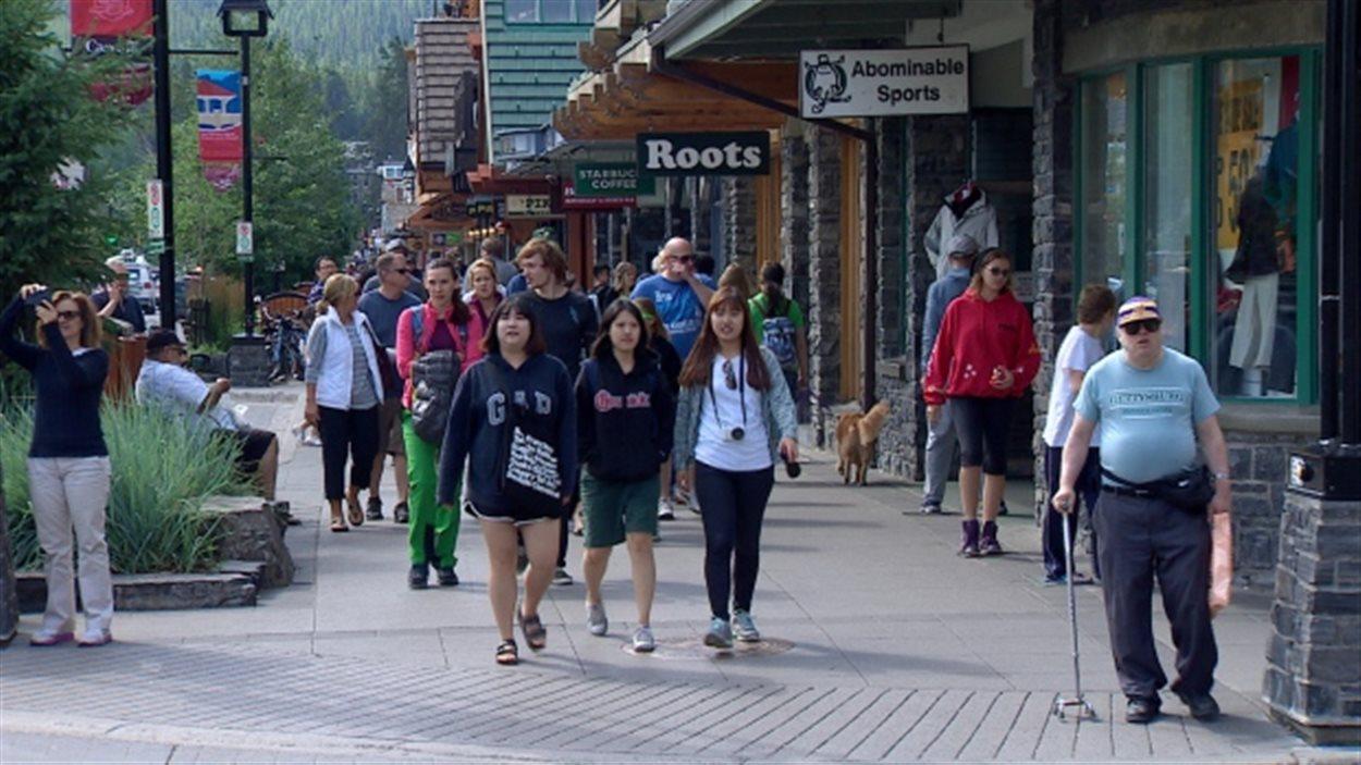 Une rue à Banff, dans les Rocheuses albertaines