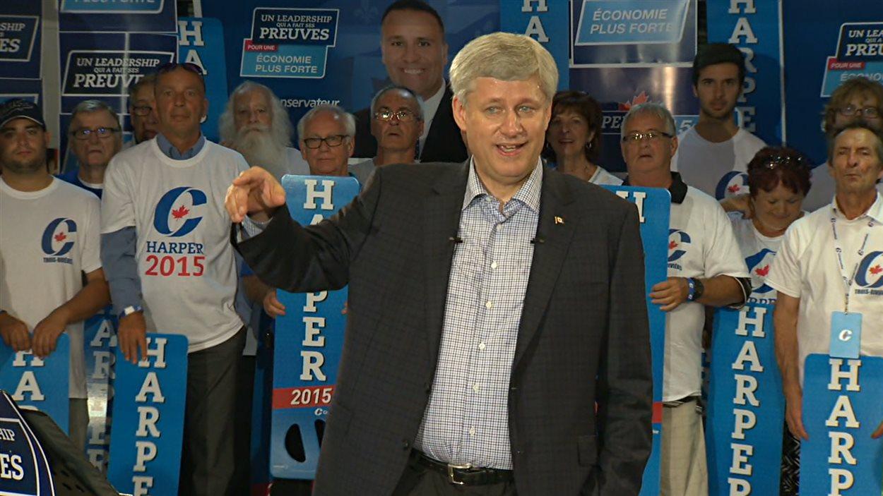 Stephen Harper était entouré de partisans au stade Fernand-Bédard, à Trois-Rivières.