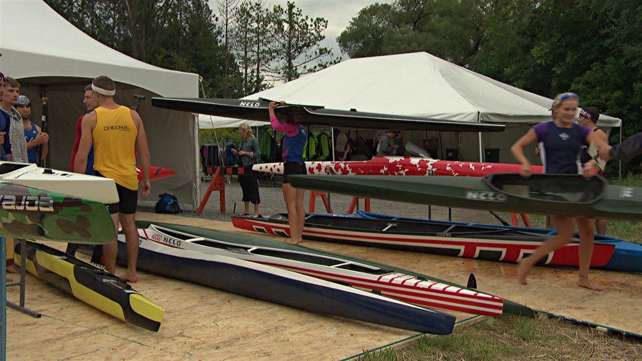 Des adeptes de canoë et de kayak au Championnat canadien qui se déroule à Ottawa.