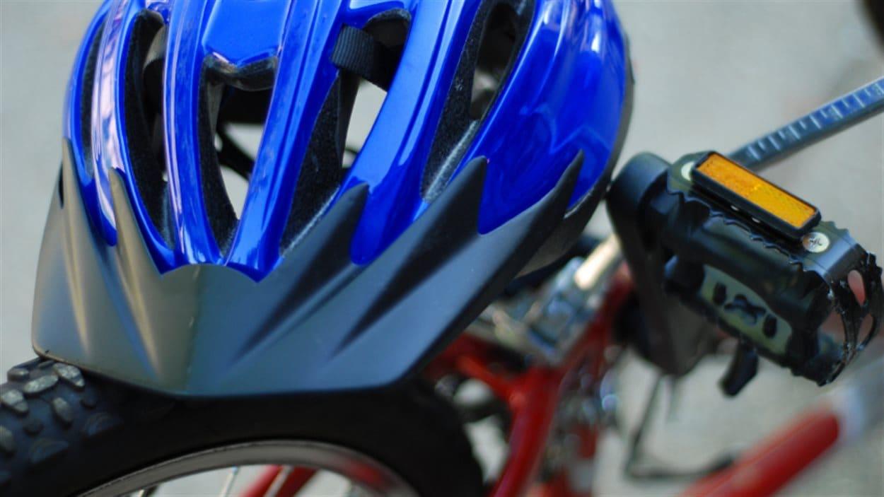 Un casque de vélo