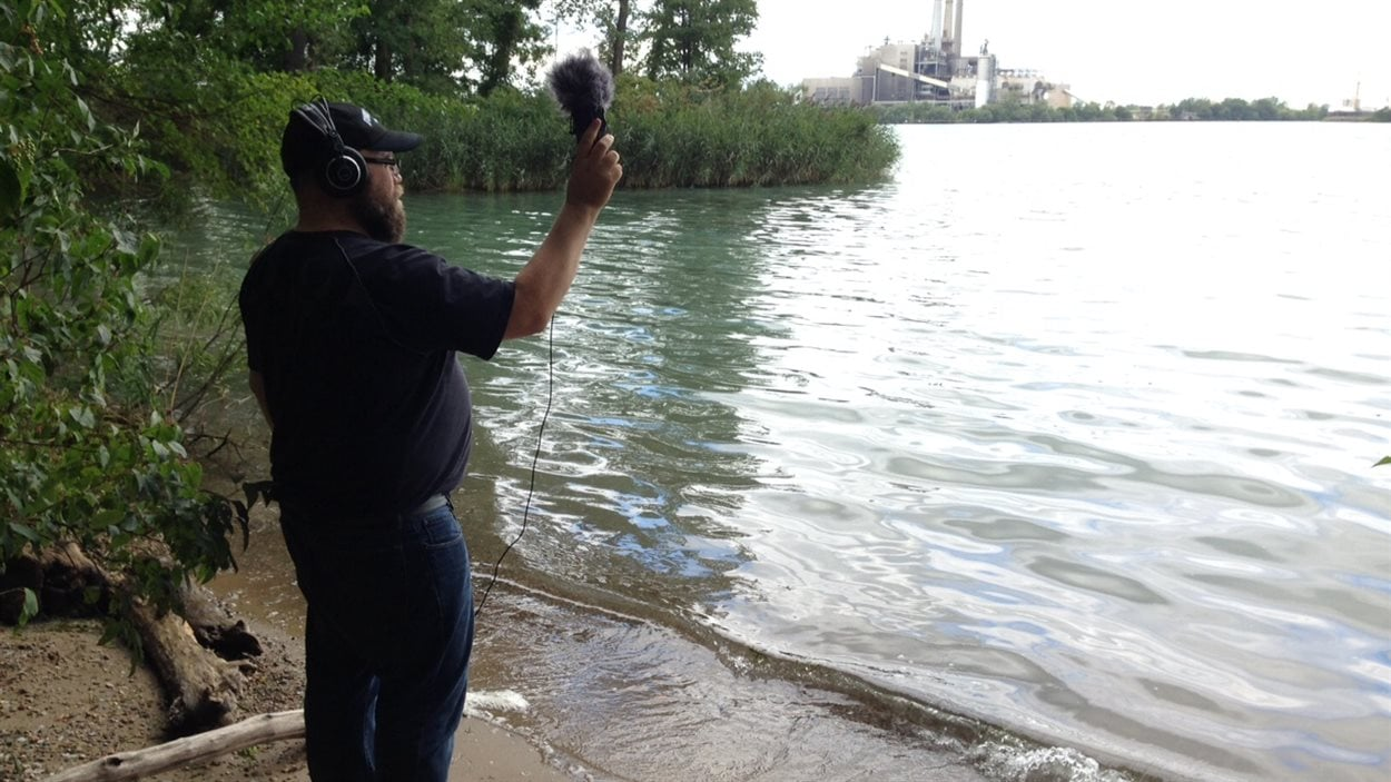 Brian Garbet, étudiant au doctorat à l'Université de Calgary, tente d'enregistrer le vrombissement de Windsor pour l'intégrer à un morceau musical