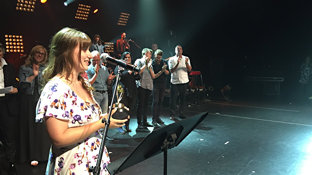 La gagnante du Festival international de la chanson de Granby, Caroline Savoie.