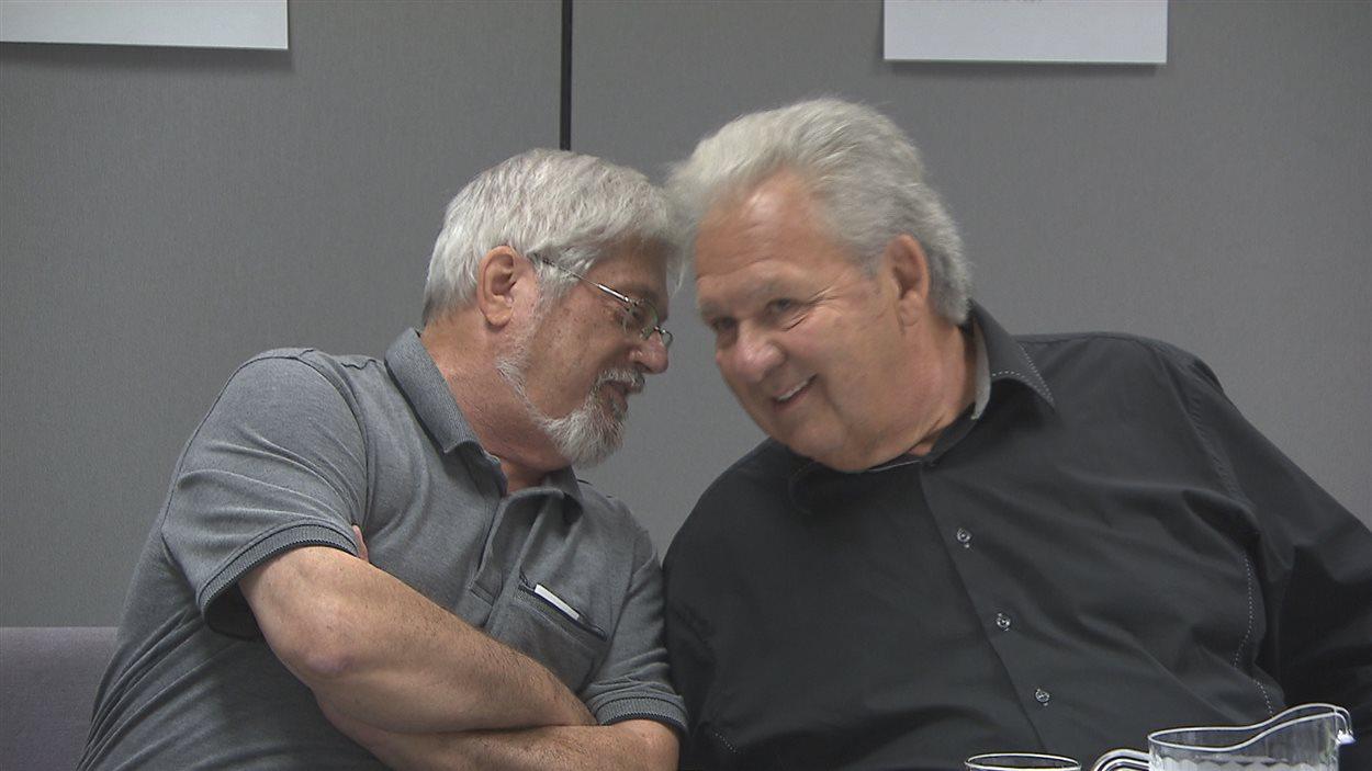 Guy Julien et Yvon Picotte discutent