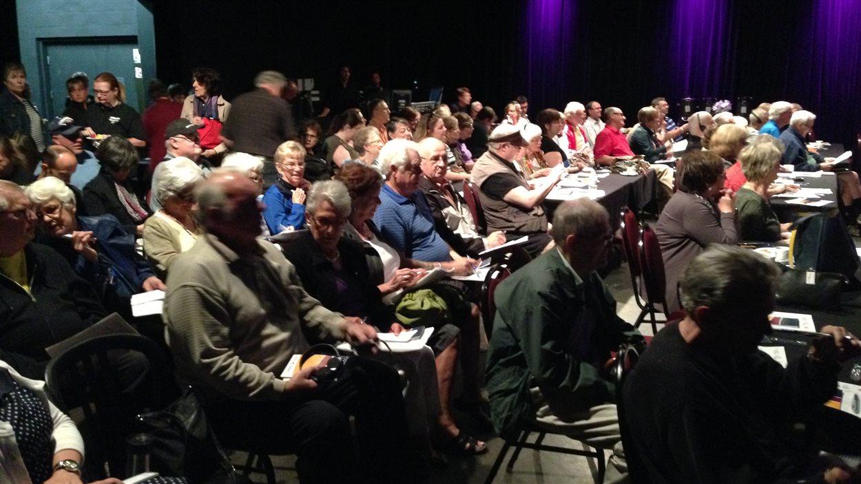 Plus de 150 personnes se sont présentées à l'assemblée publique.