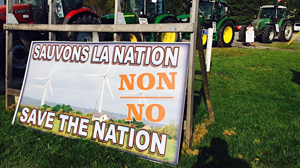 Les membres du regroupement «Sauvons La Nation» qui s'opposent à la construction de deux parcs éoliens dans leur municipalité ne lâchent pas prise.