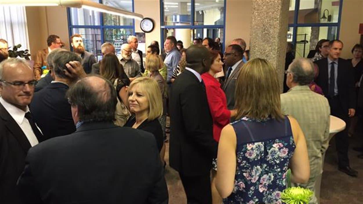 Environ une centaine de personnes étaient présentes lors de l'inauguration de la Cité universitaire francophone à Regina.