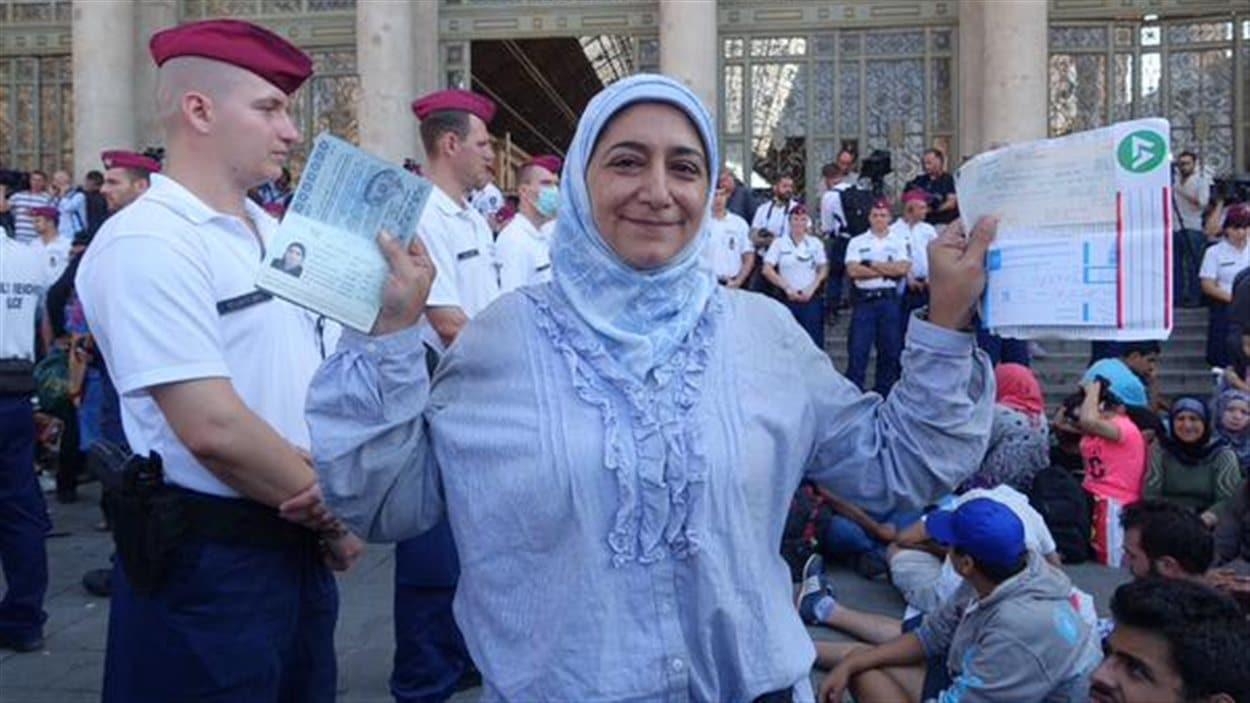 La Syrienne Dina Al Zafari a un billet de train pour Munich, mais ne peut partir.