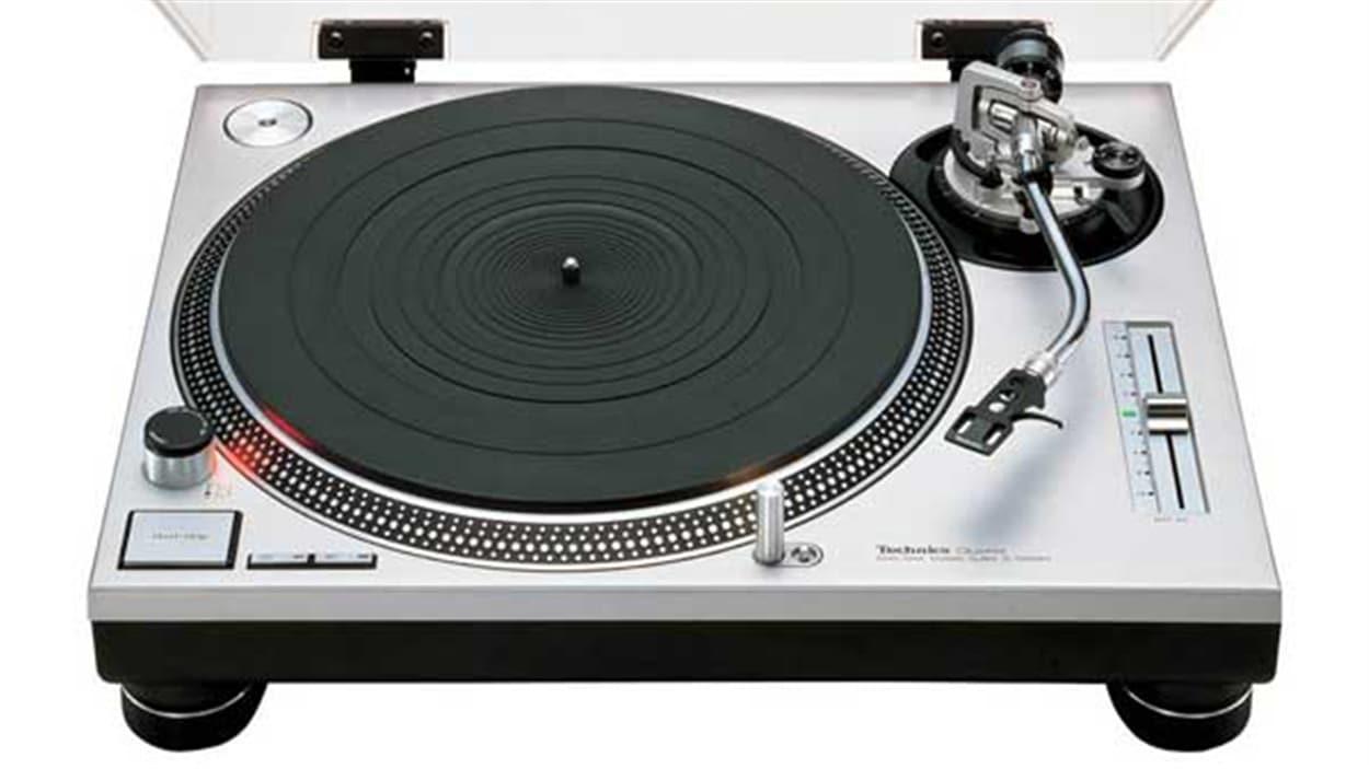 Le tourne-disque SL-1200 de Technics