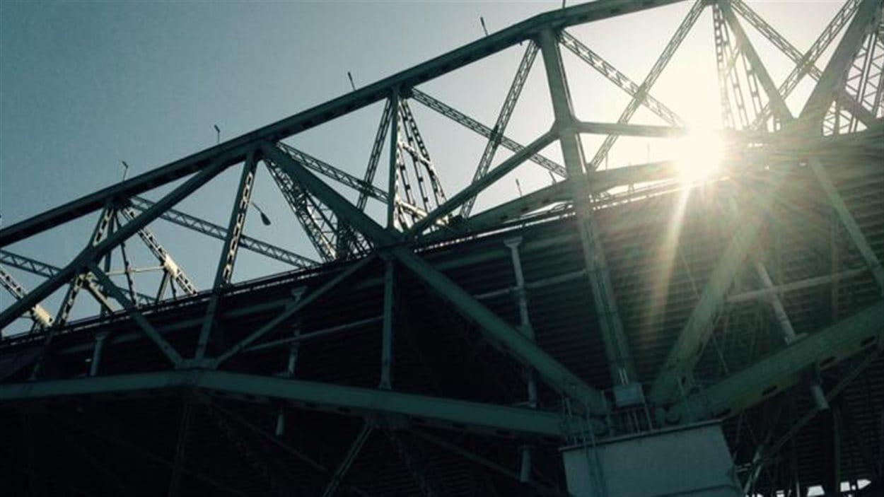 Photo prise à l'emplacement même du pilier central du futur pont Champlain. Ce sera plus élevé que le mat du Stade olympique.