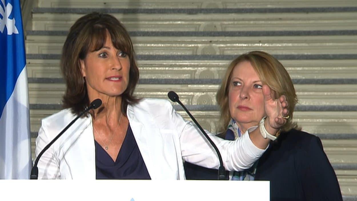La ministre de l'Immigration, Kathleen Weil, et sa collègue des Relations internationales, Christine St-Pierre, ont annoncé les intentions du Québec d'accueillir 3650 migrants syriens.