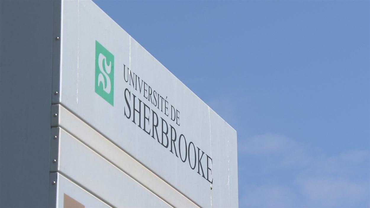 Enseigne de l'Université de Sherbrooke.