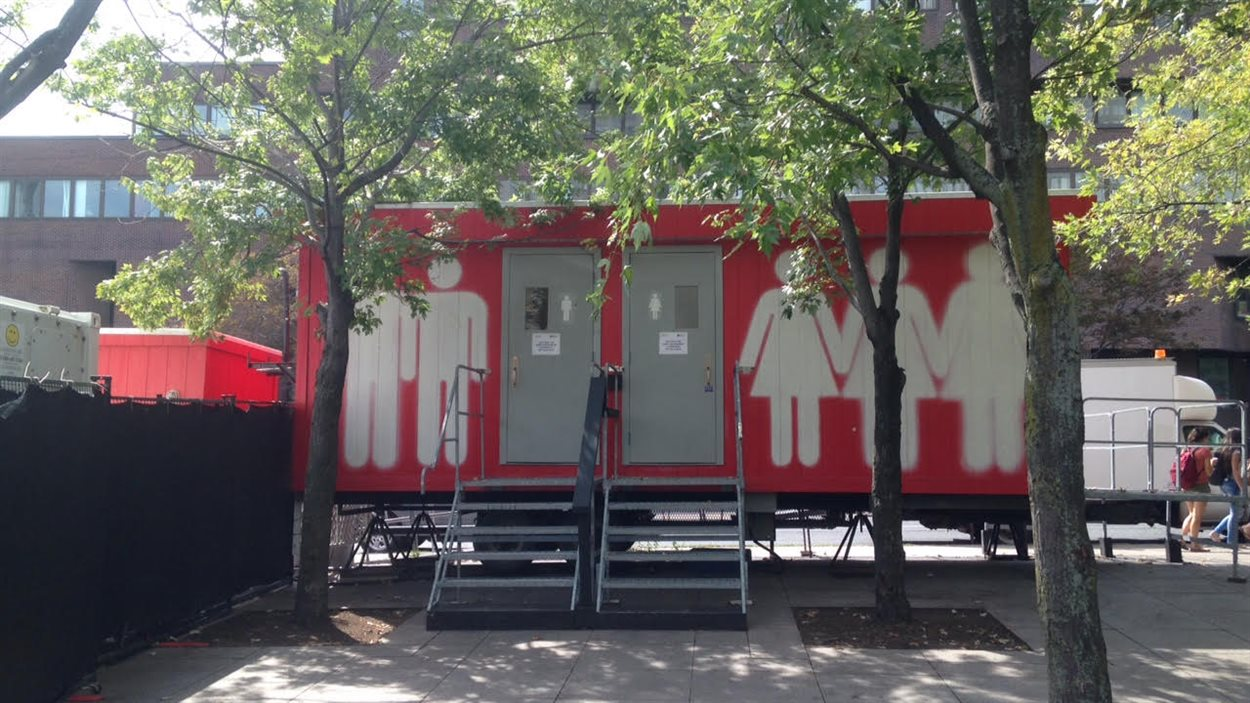 Toilettes à la Place Émilie-Gamelin