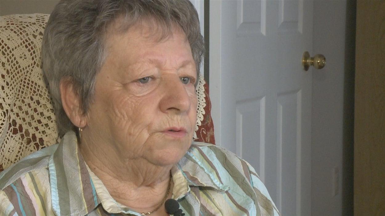 Jeannette Godin, 75 ans, travaille douze heures par semaine dans un bureau de médecin.